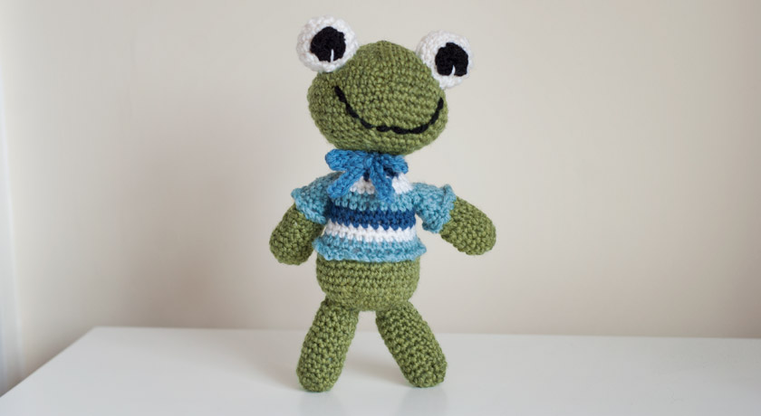 Crochet green frog