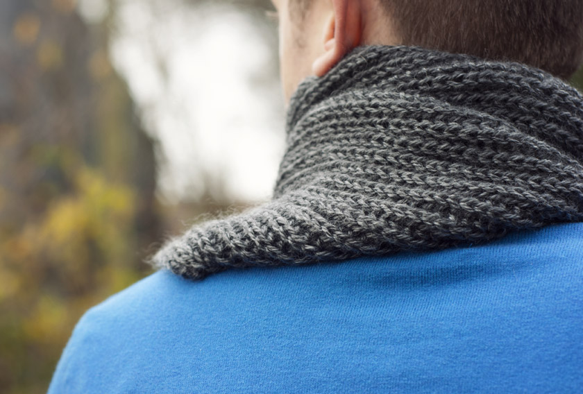 Rear view of grey scarf