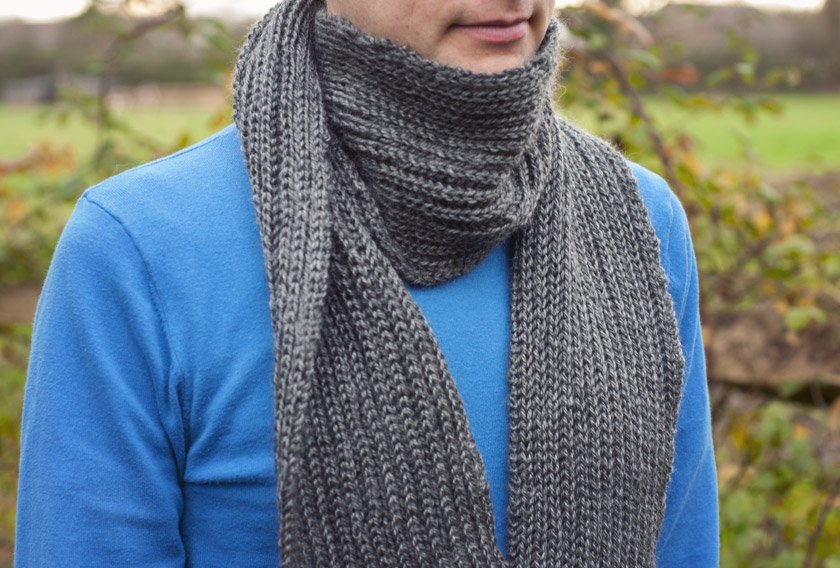 Man wearing grey ribbed scarf