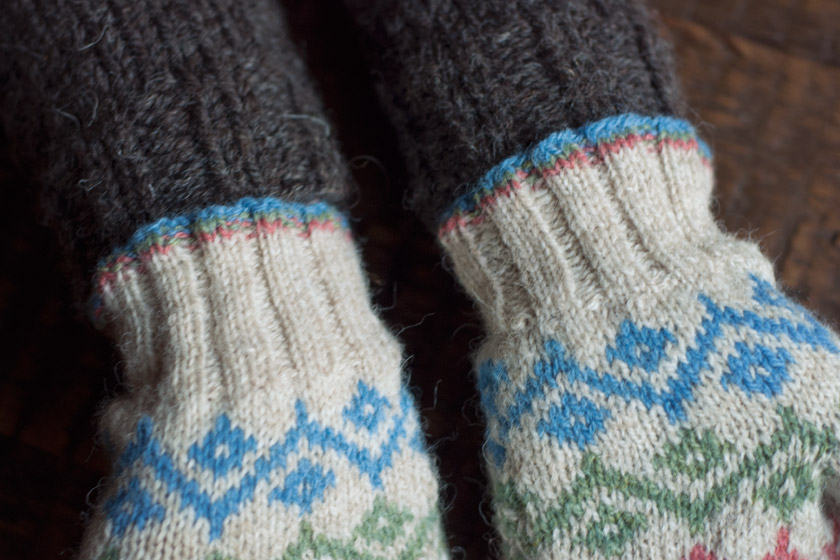 Cuff details on Ursula mittens