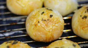 Golden cheese buns