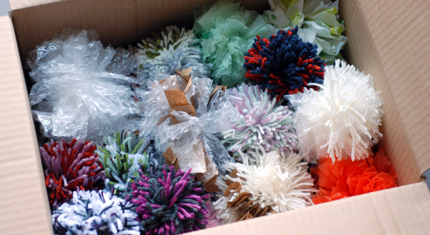 Box of pompoms for Sense