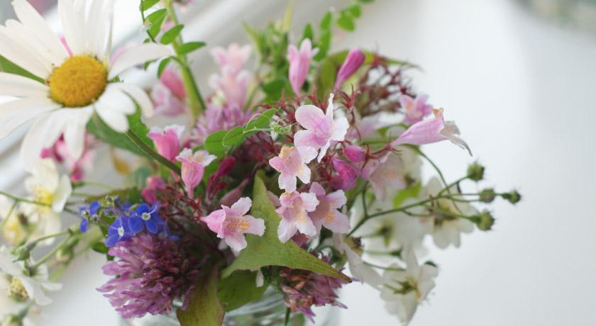 Pink and white wild flower posie