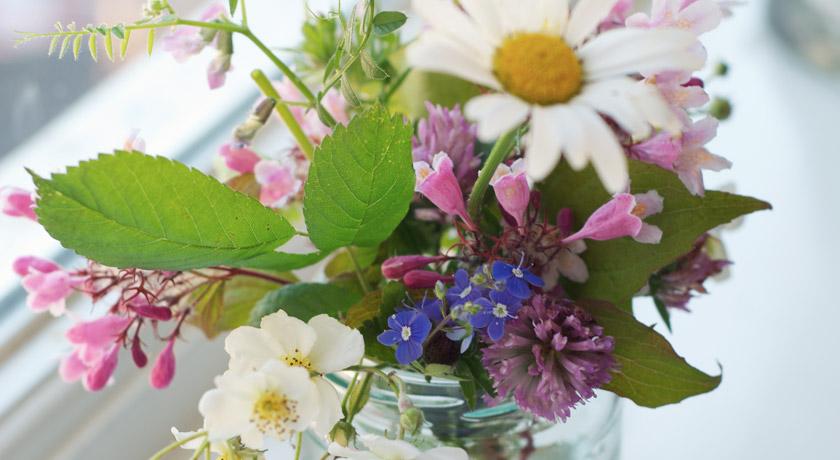 Mixed wild flower posie