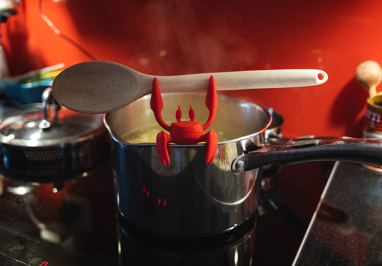 Crab spoon holder