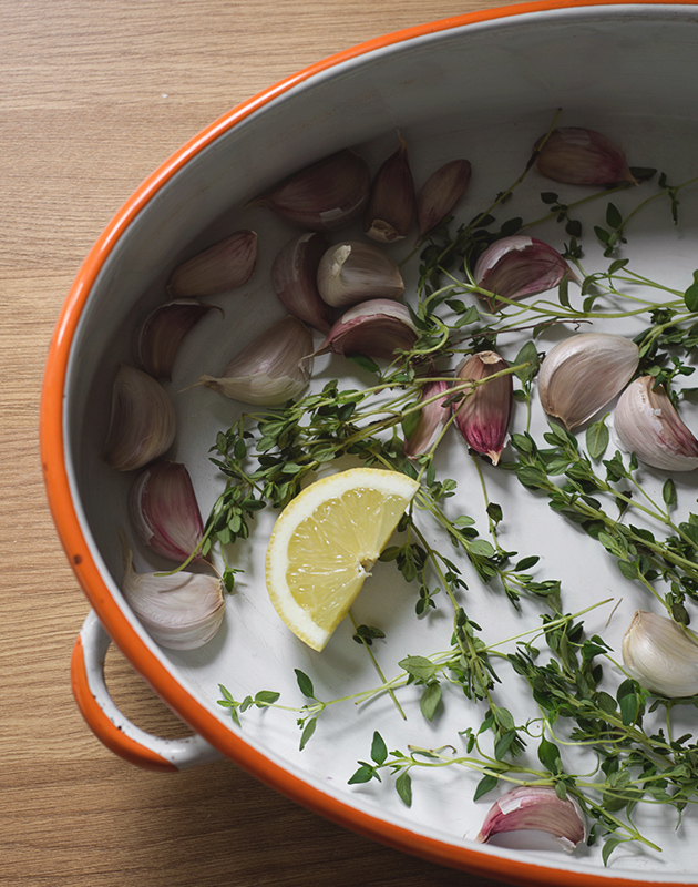 Garlic, herbs and lemon in dish