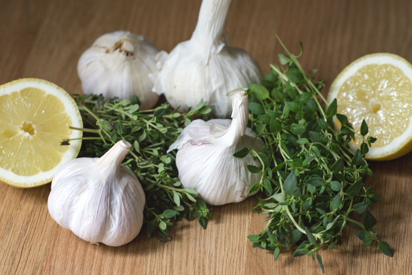 Garlic bulbs, lemon and herbs