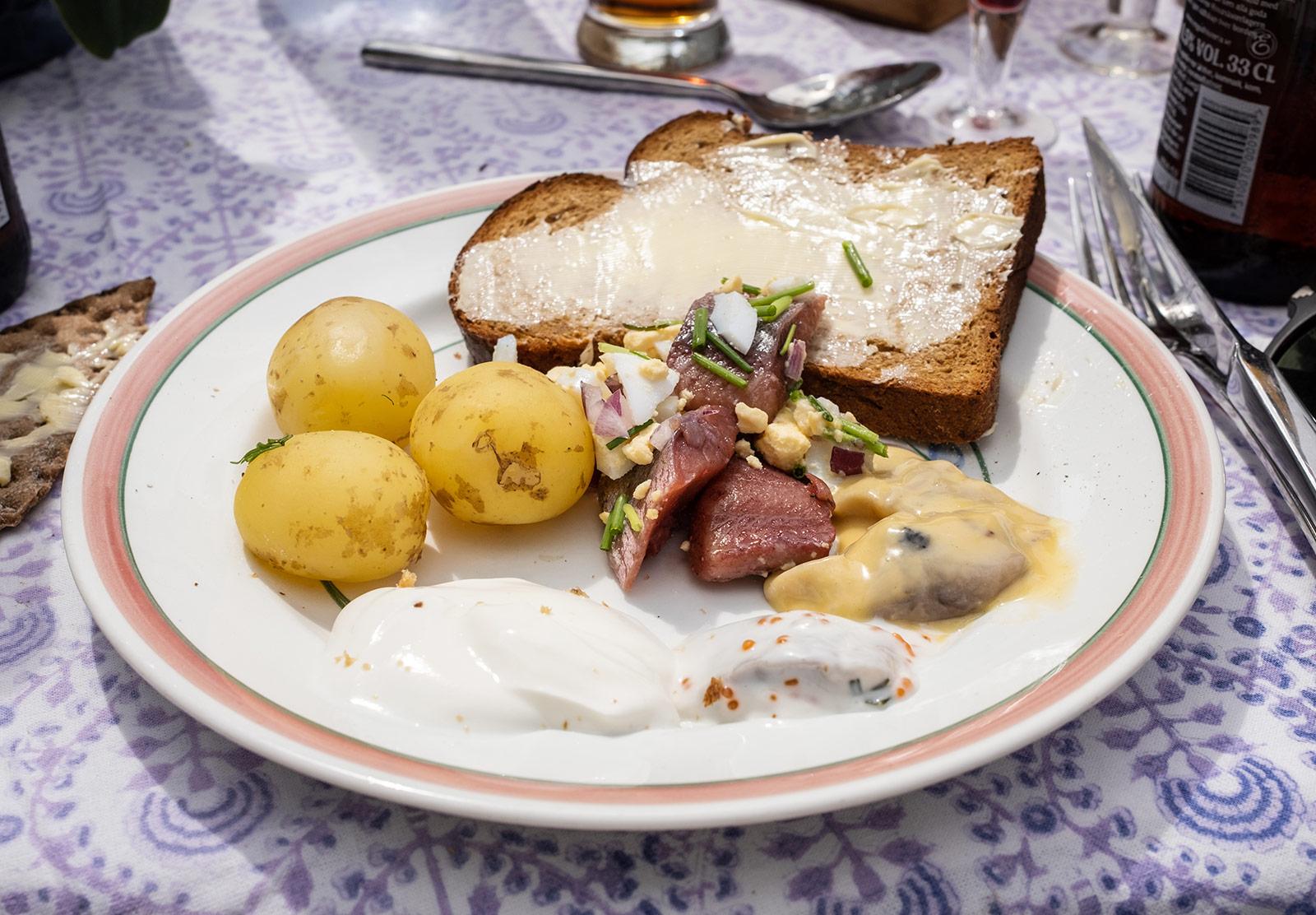 Potatoes, bread and herring