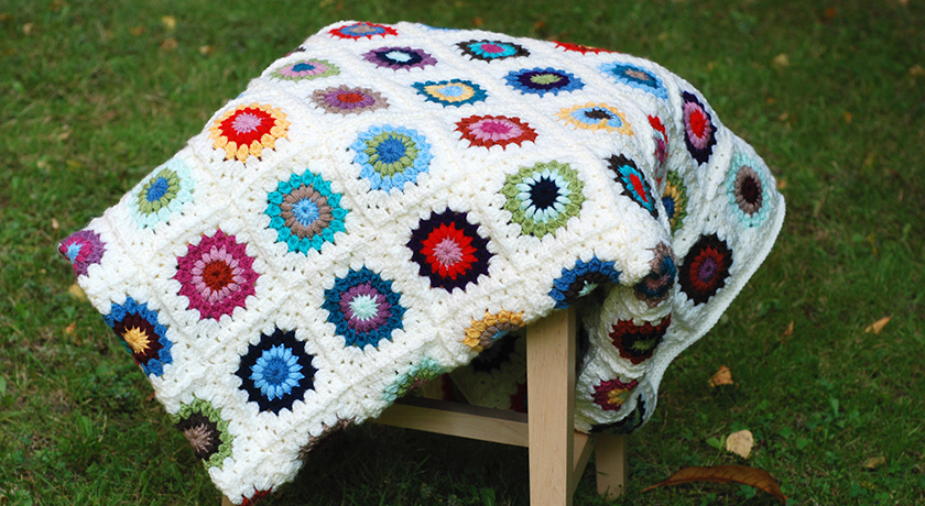 Multicoloured round granny square blanket
