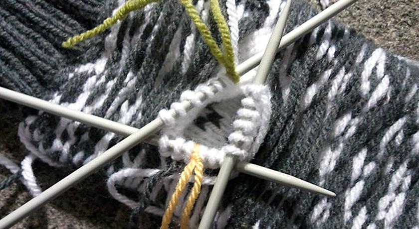 Mitten thumb on 3 knitting needles