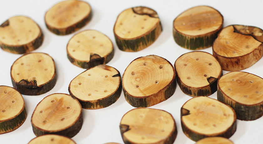 Golden wood buttons with age rings
