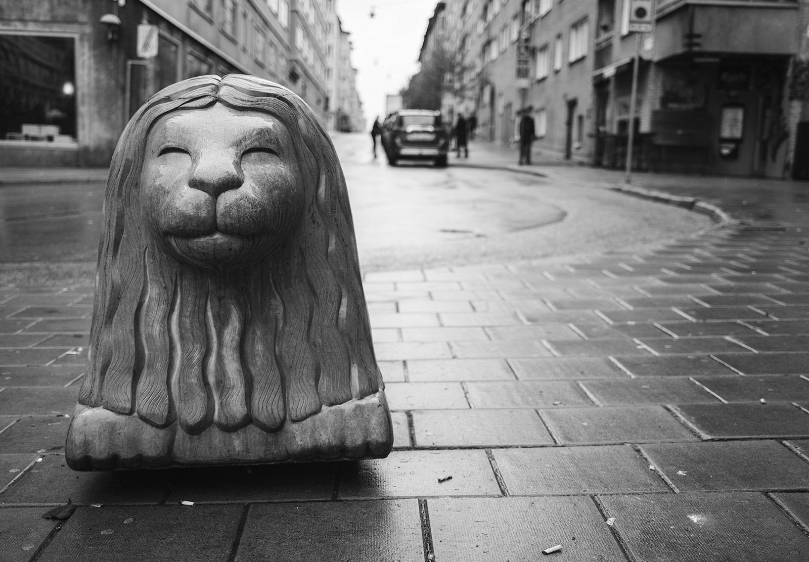 Concrete lion bollard