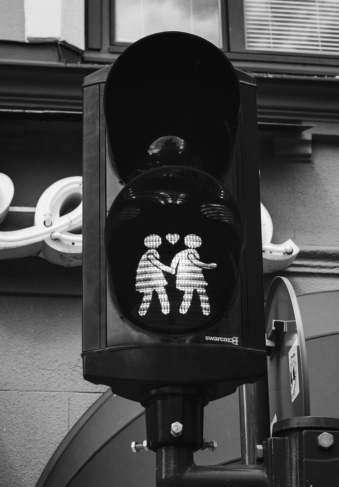 Same sex traffic lights